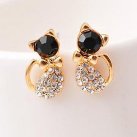 Jewelry - NWOT Adorable Cat Sparkle Studs